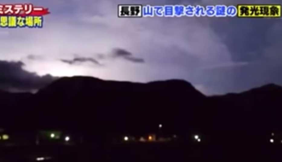 発光 地震